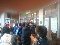 Waiting line to enter grocery store