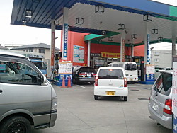 No regular gasoline available, plus station closed @ 10 am