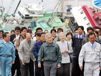 Emperor, empress visit tsunami-hit Kitaibaraki city in Ibaraki