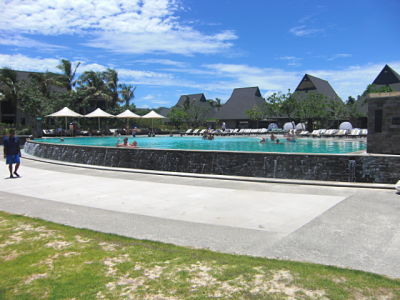 swimming pool @ Intercontinental Fiji Golf Resort