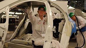 Japan automakers cut U.S. output