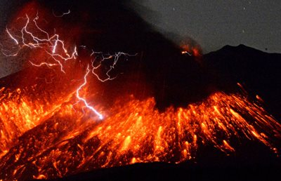 Volcanic lightning in the Feb. 5, 2016 Mt. Sakurajima eruption