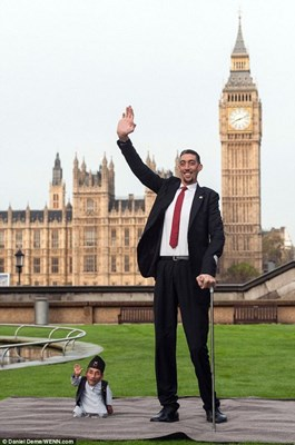 World's tallest & shortest men