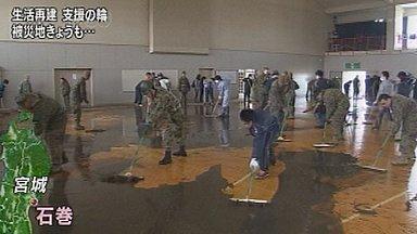 U.S. troops help teens clean tsunami hit school