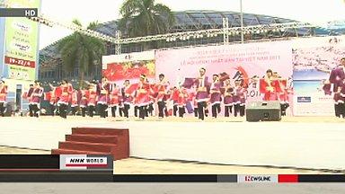 Vietnam cherry festival raises funds for Japan