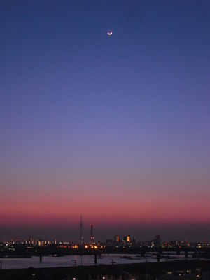 3-day-old crescent moon in Tokyo on April 6, 2011