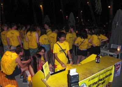 Boracay PubCrawl yellow-shirt participants