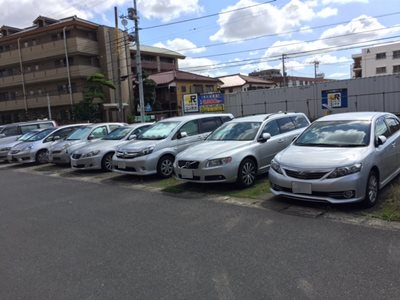 LOTS of silver-colored cars in Japan