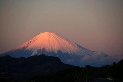 Mt. Fuji at sunset<br> (photo courtesy Hiro Klipsch)