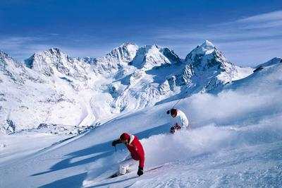 Skiing with beautiful panorama